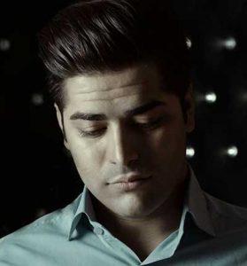 علی عابدی 3 279x300 - دانلود آهنگ شدم مجنون عاشق در بیابان
