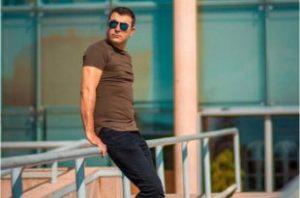 سروآزاد انا www.gezal .ir  310x205 300x198 - دانلود آهنگ ترکی یار سنه دیرم یار سنه سیرم از علی سرو آزاد