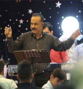 Ali mousaZadeh   Azinja ta be shiraz 279x300 - دانلود آهنگ بندری از اینجا تا به شیراز خیلی راهه از علی موسی زاده