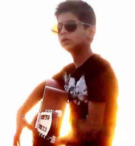 Mehdi Maasumi   Donya ba Ashegha badeh 279x300 - دانلود آهنگ غمگین دنیا با عاشقا بده بخوای نخوای همینه از مهدی معصومی