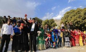 Hossein Gholami   Salamt Mikonam 300x181 - دانلود  آهنگ محلی شاد سلامت میکنم از دور از دور سلامت میکنم ای گنبد نور از حسین غلامی